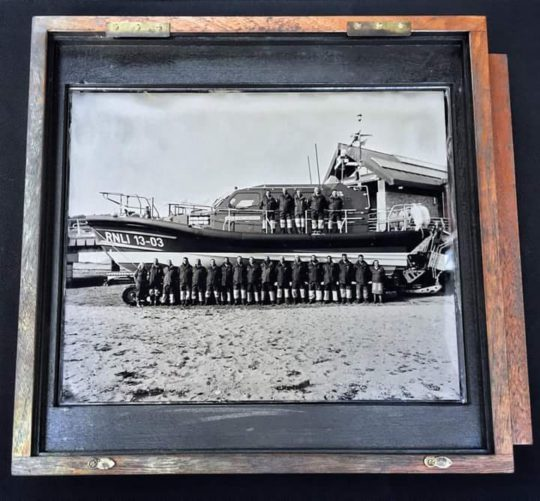 pr140916-1-exmouth-crew-on-ambrotype-plate